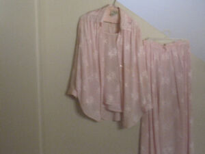 3 Silk Outfits Cornwall Ontario image 1