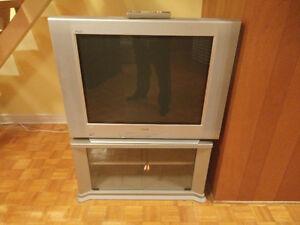 TV flatscreen avec module /flat screen tube TV with base