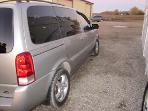 2007 Chevrolet Uplander LT Minivan, Van London Ontario image 3