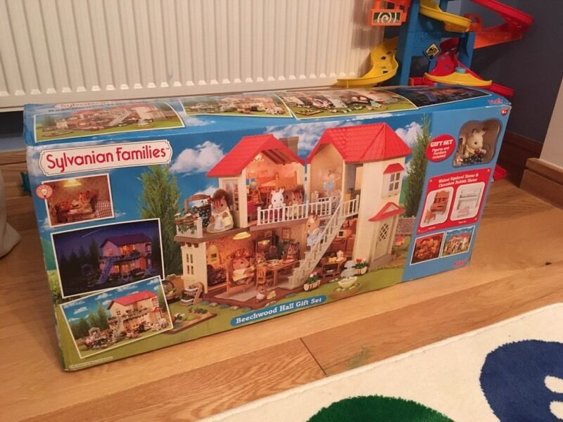 Sylvanian Families Beechwood hall gift set in original packaging