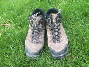 FREE Hiking Boots - Men's Size 10
