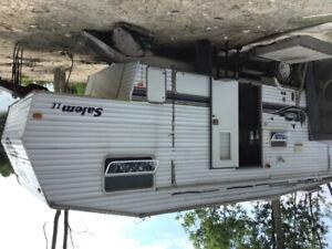 Travel trailer 5th wheel