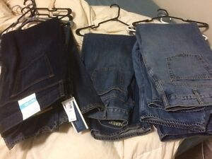 6x  pairs of blue jeans. Size  40x30