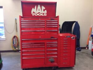 Mac Tool Box With Gray Side Cabinet