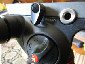Manfrotto Fluid Head and Tripod MVH502A/546B MINT CONDITION