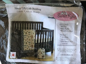 Sweet Kyla chevron crib bedding with matching pictures