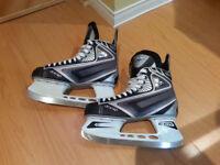 Paire de patins pour garçon (grandeur 9.5)