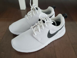Brand new never use women Nike Roshe one white US6.5