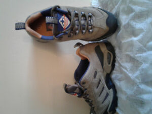 Brand new Women's safety shoes/size 7 for sale.