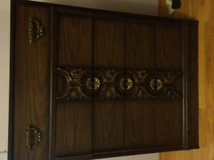 Dressers - 4drawer and 6 drawer w mirrors
