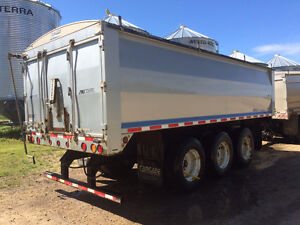 Cancade grain pup trailer