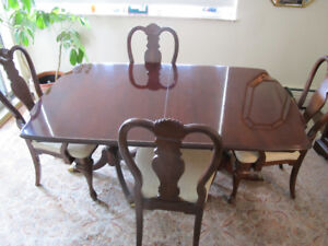 Dining Room Table + 8 Chairs - Bernhardt Excellent Condition