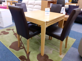Table with 4 leather chairs extendable
