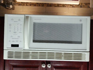 GE Spacesaver Over the Stove Microwave Peterborough Peterborough Area image 2