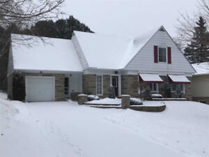 2300+ Sq Ft Family Home 4 Bed / 2 Bath