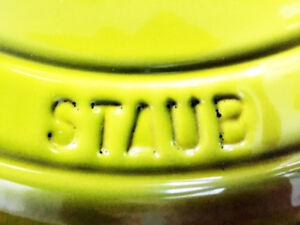Cocottes en fonte émaillée — STAUB® / Coq au vin (exclusif)