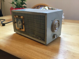 Antique Crosley table top radio