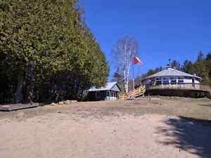 Lakeside cottage near Bancroft