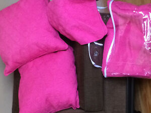 Coverlette, Shams and 2 large pillows