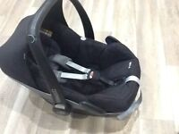 Maxi cosi pebble car seat in rocking black suitable from birth to 9kg