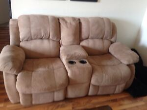 RECLINING  LOVE SEAT! Great condition! London Ontario image 1