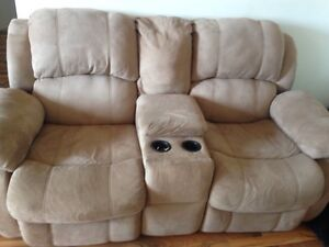 RECLINING  LOVE SEAT! Great condition! London Ontario image 2