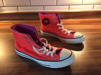 Women's Converse Size 5 New Without Box