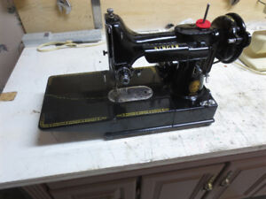 FREE ARM FEATHERWEIGHT SEWING MACHINE MODEL 222