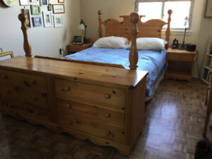 Solid wood queen size bedroom set