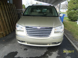 2010 Chrysler Town & Country Fourgonnette, fourgon