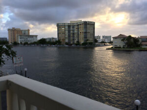 HALLANDALE BEACH, DIRECTEMENT BORD INTRACOSTAL