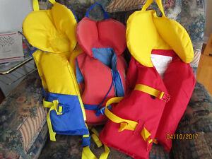 Life jackets/ gilets de sauvetage