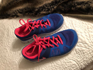 Size 4y or 5womens Nike sneakers