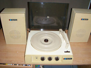 VINTAGE 1983 FISHER PRICE RECORD PLAYER-MODEL 835-NEEDS REPAIR