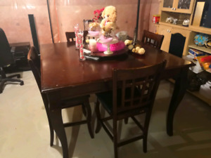 Pub Style Counter Height Dining Table with 4 chairs.