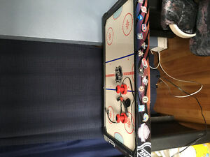 Table de air hockey. 45$