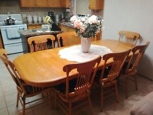 Solid Oak Table (2 leaves) with 6 chairs and 2 arm chairs Oakville / Halton Region Toronto (GTA) image 2