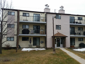2 BED 1 BATH RIVER PARK SOUTH!  GREAT PRICE!!!