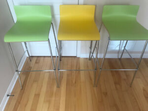 3 Bar stools / Tabourets de bar