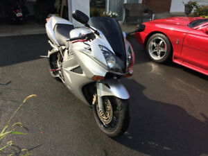 * NEGOCIABLE*Honda VFR 800 interceptor 2003 Routiere sportive A1