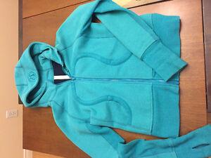Lulu hoodie - size 6
