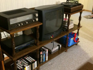 Entertainment stand - 3 levels, nice chaotic wood grain pattern