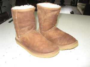 Ladies or Girls Sheepskin Boots   Size 6