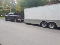 Homme avec camion