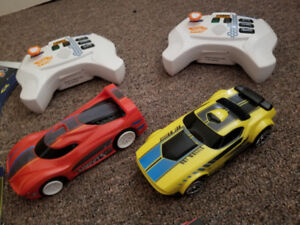 Hotwheels Ai Racetrack starter set with remotes