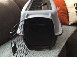 Small dog crate with Sherpa pad