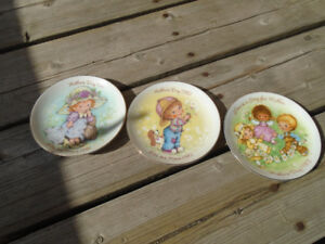 Mothers day plates from 1981, 82, 83 plus a dog plate.