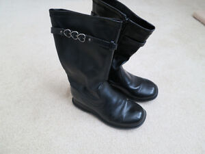 Girls fashion boots size 3W Kitchener / Waterloo Kitchener Area image 1