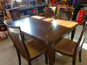 Solid wood table, 6 chairs + leaf