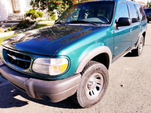 2000 Ford Explorer - 4x4 Mint Condition*
